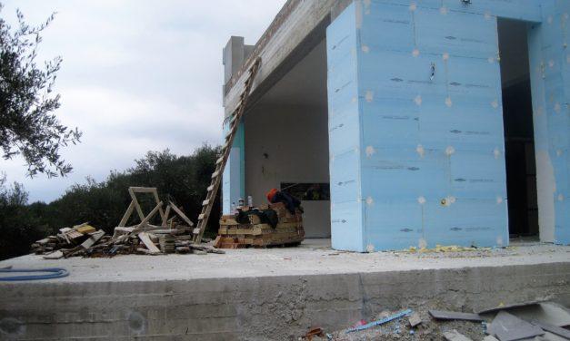 Huset isoleres og pudses op